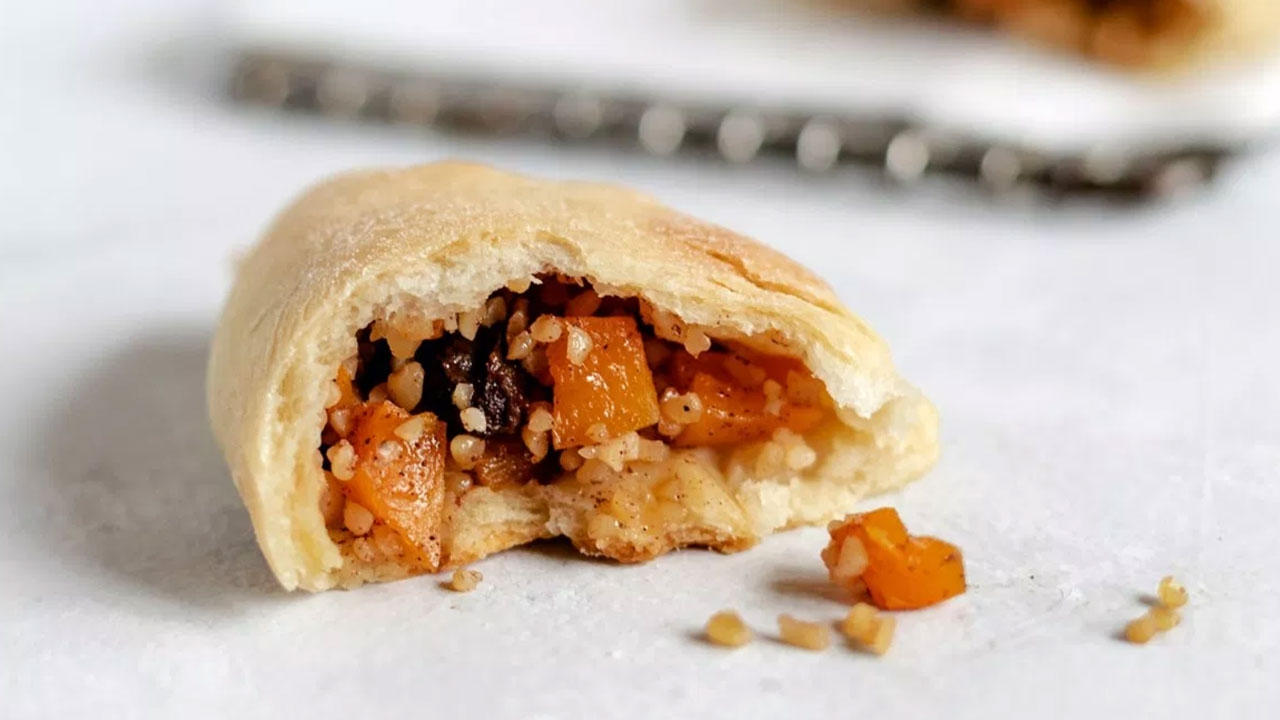 Kolokopites (Pumpkin raisin pastries)
